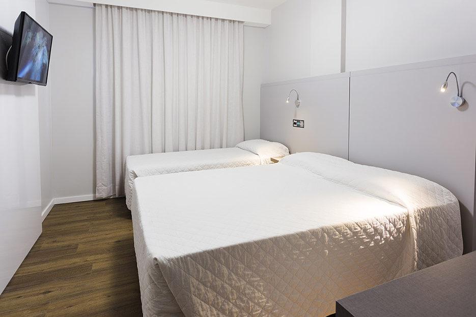 Foto Camas de soltero y de matrimonio Habitación Triple Tropikalya Prime Hotel
