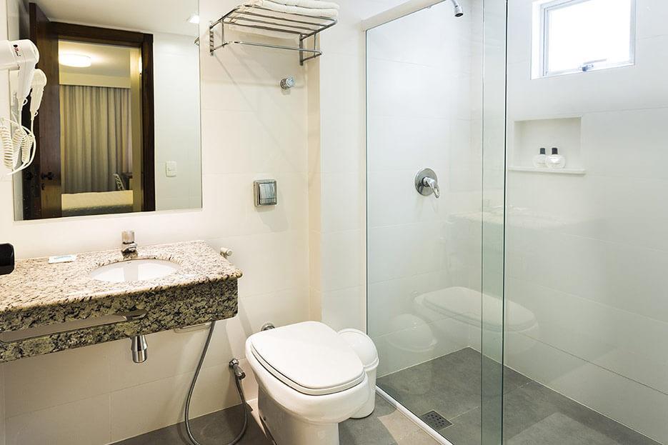 Foto Baño Habitación Triple Tropikalya Prime Hotel